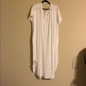 White Zenana v-neck round hem t-shirt dress